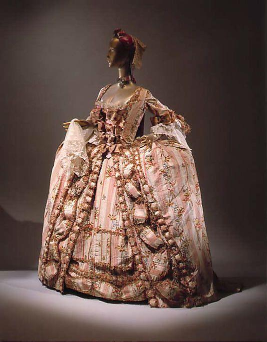 Dress (Robe à la Française), 1775-1780, French, silk. Metropolitan Museum of Art.