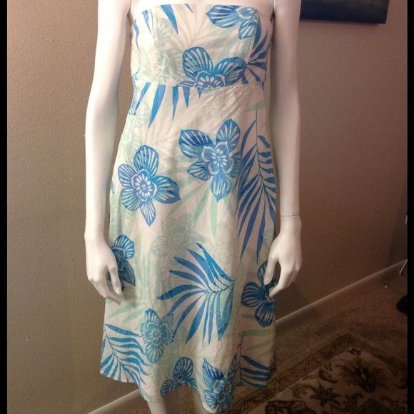 Strapless Gap dress. Gap dress. Perfect for the summer. Excellent condition. Sell: 55% linen, 45% cotton. Lining: 100% cotton. GAP Dresses