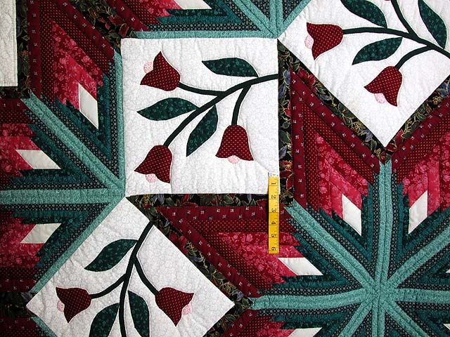 Burgundy And Green Eight Point Tulip Wreath Quilt Hannah S Quilts Quilts Amish Quilts Christmas Quilt