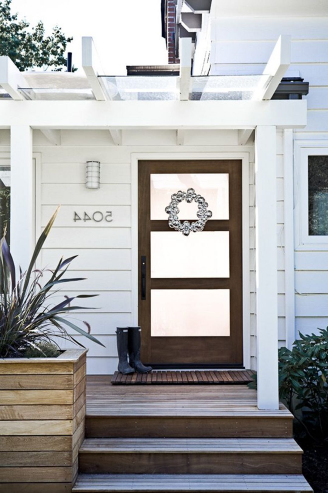 25 fabulous farmhouse front door design and decor ideas