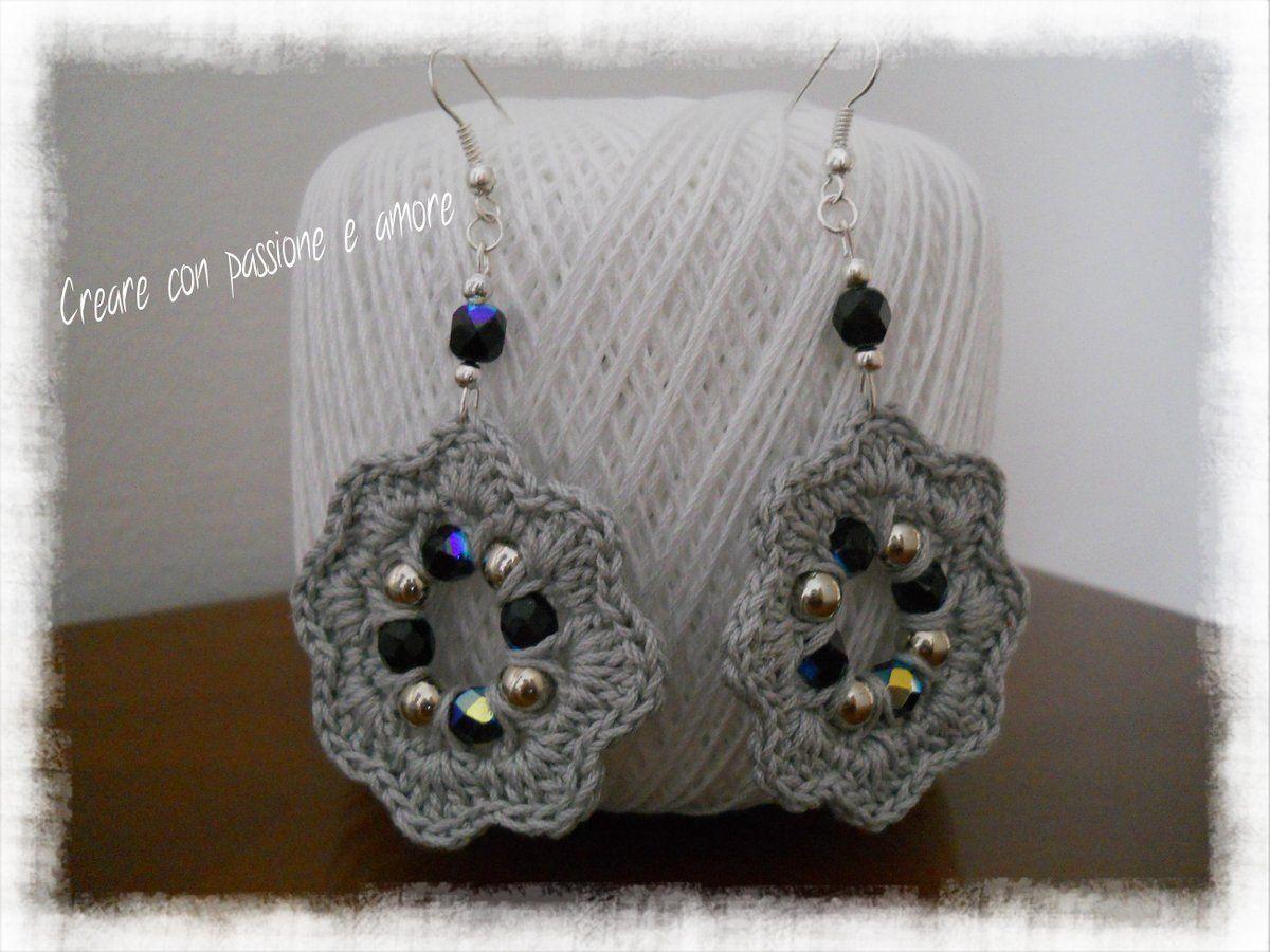 Orecchini ad uncinetto con perle sintetiche e mezzi cristalli by https://www.facebook.com/creareconpassioneeamore/ … #crochet #handmade #earrings