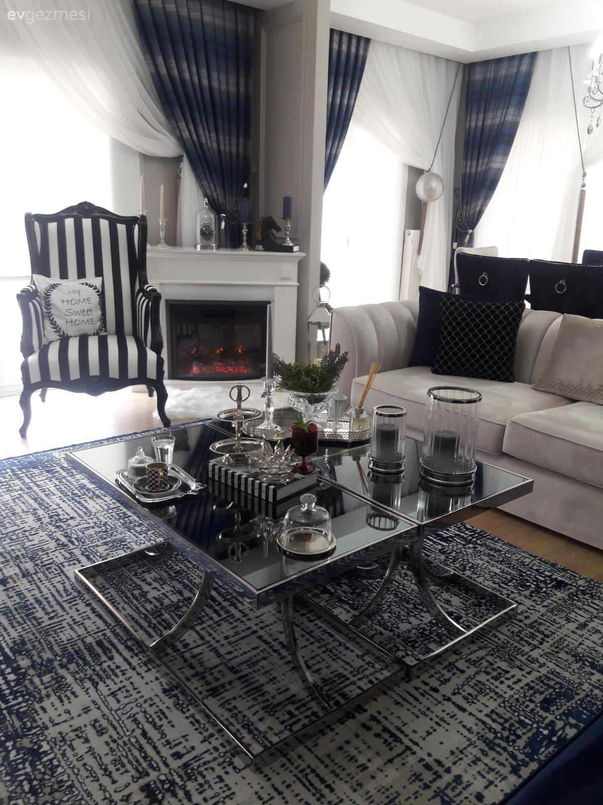 Bu Modern Luks Evde Detaycilik Hukum Suruyor Ev Gezmesi Oturma Odasi Dekorasyonu Luks Evler Oturma Odasi Takimlari