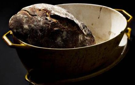 Bread cooked in a pot – with wholegrain and sour dough of course
