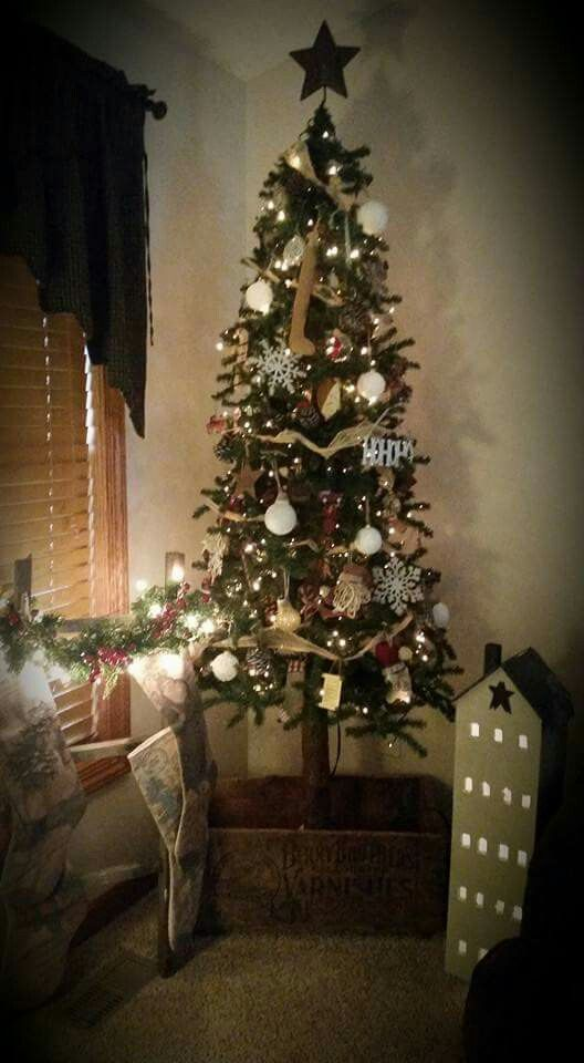 Pin by Patty Metcalf on Primitive Christmas decor and ideas - primitive christmas decorations