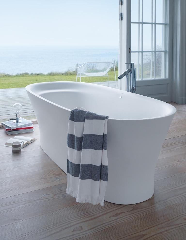 so viel kostet dein traumbad freistehende badewannen badewanne wanne und freistehende badewanne. Black Bedroom Furniture Sets. Home Design Ideas