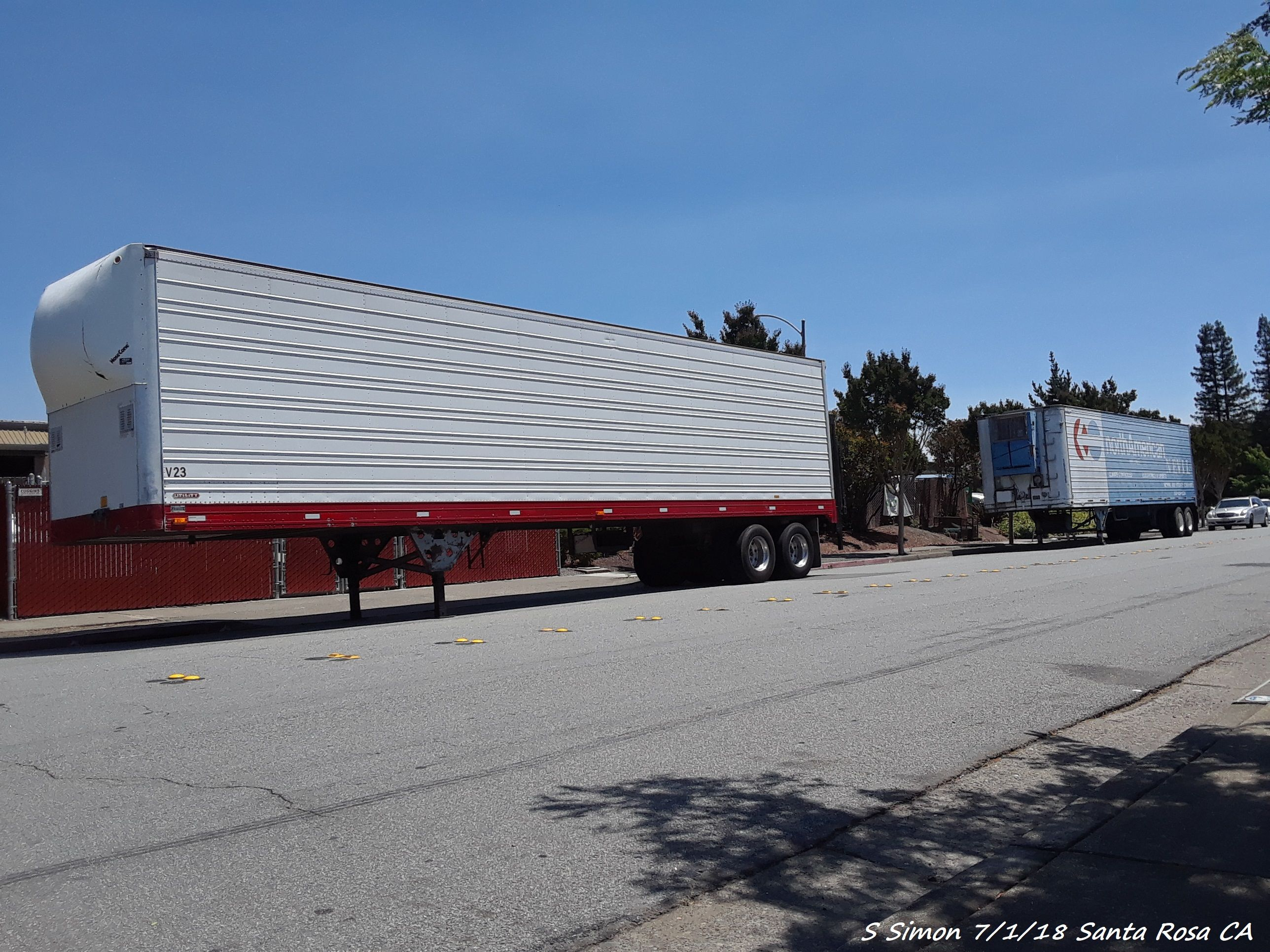 1990 Utility 42 9 Ft Trailer Ahead Of 1979 Great Dane Trailer Old