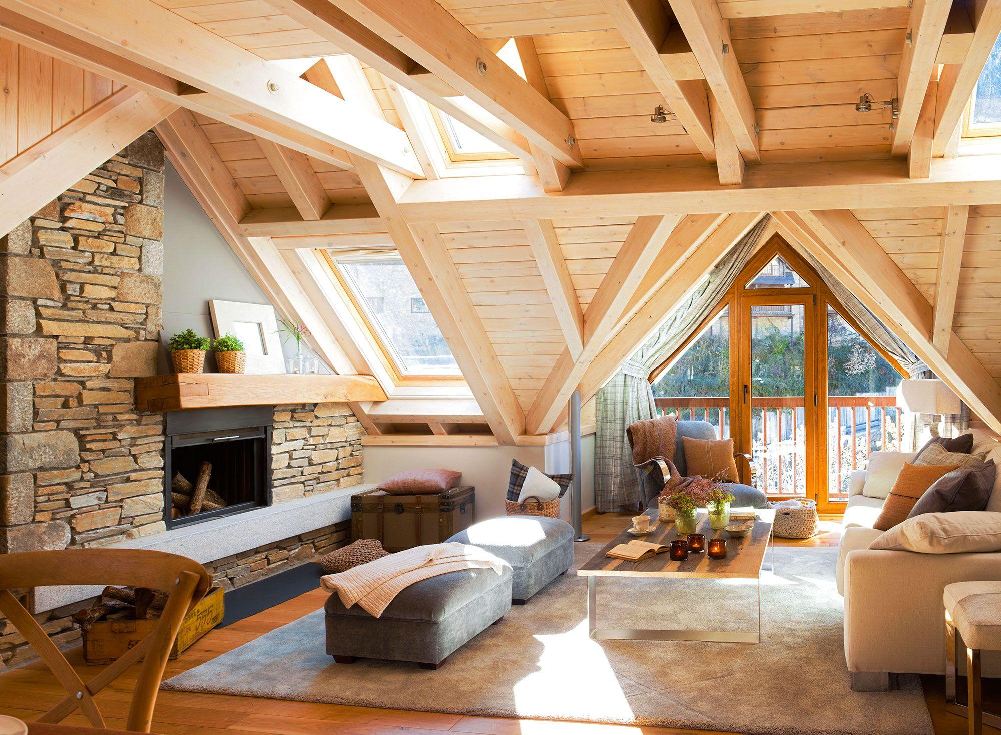 Sal n r stico con techo de vigas de madera y ventanas - Techos de madera rusticos ...