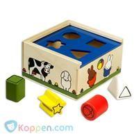 Vormenstoof Nijntje: boerderij - Koppen.com Vormenstoof Nijntje: boerderij. Je kind leert samen met Nijntje houten vormenstoof verschillende vormen kennen op een speelse manier. Het bevordert tevens de oog-handcoördinatie. Leeftijd vanaf 18 maanden. - See more at: http://www.koppen.com/producten/product/vormenstoof-nijntje-boerderij#sthash.5gIbDYBl.dpuf