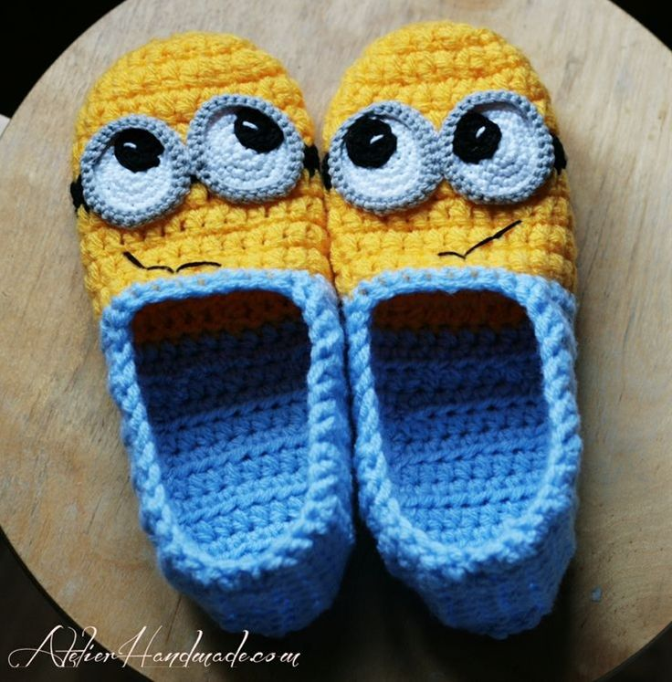 crochet minion slippers :D | Pantoffeln, Strickmuster und Häckeln