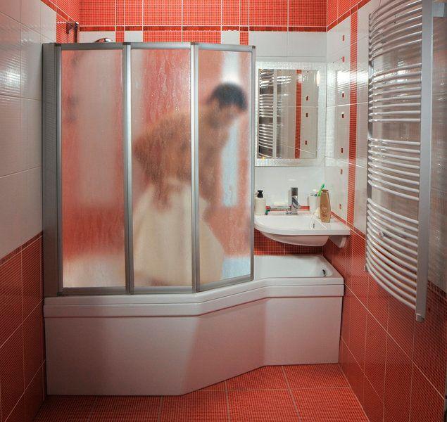 baignoire douche et lavabo combin s dans un m me espace. Black Bedroom Furniture Sets. Home Design Ideas