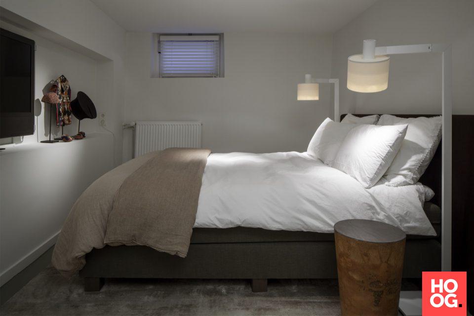 Slaapkamer inrichting met luxe bed | slaapkamer ideeen | bedroom ...