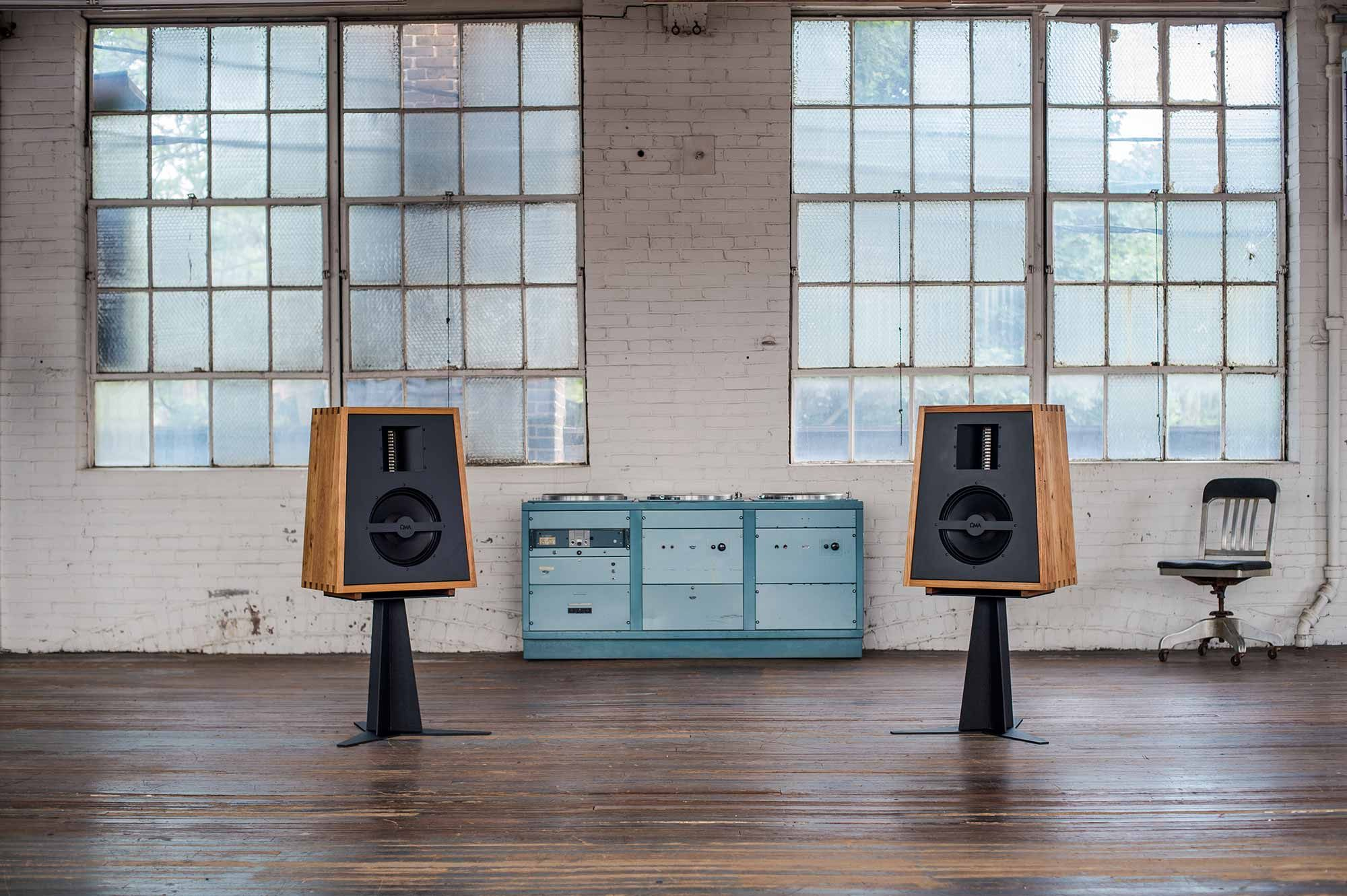 OMA's The Monitor aims for accuracy in both the frequency response domain and the time domain. In other words, The Monitor is not just smooth and flat but extremely accurate in conveying the timing of music.