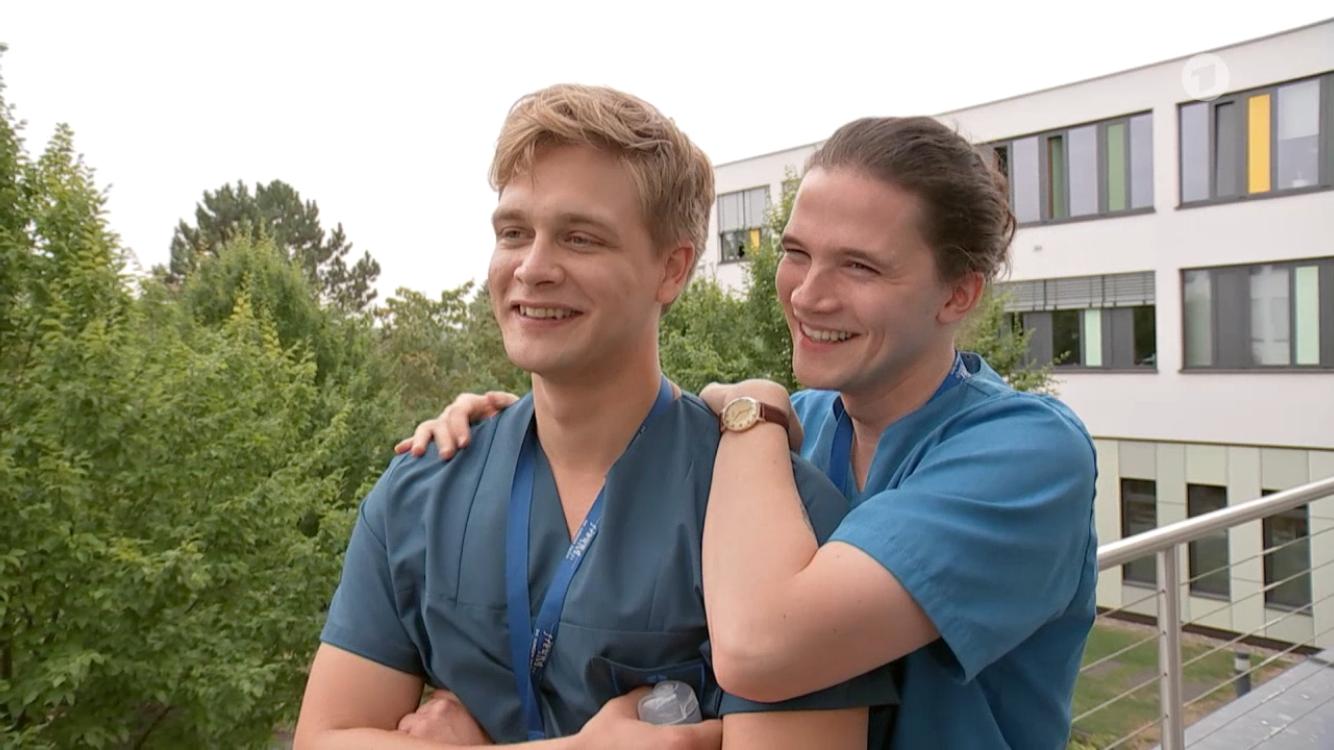 Luan Gummich Und Tilman Porzgen In Aller Freundschaft Die Jungen Arzte Die Jungen Arzte In Aller Freundschaft Jungs