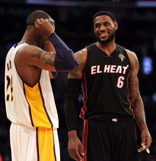 Lebron James 6 Of The Miami Heat And Kobe Bryant 24 Of The Los Angeles Lakers Talk Before An Inbound At Staples Center On Ma Sports Memes Sports Sports Humor