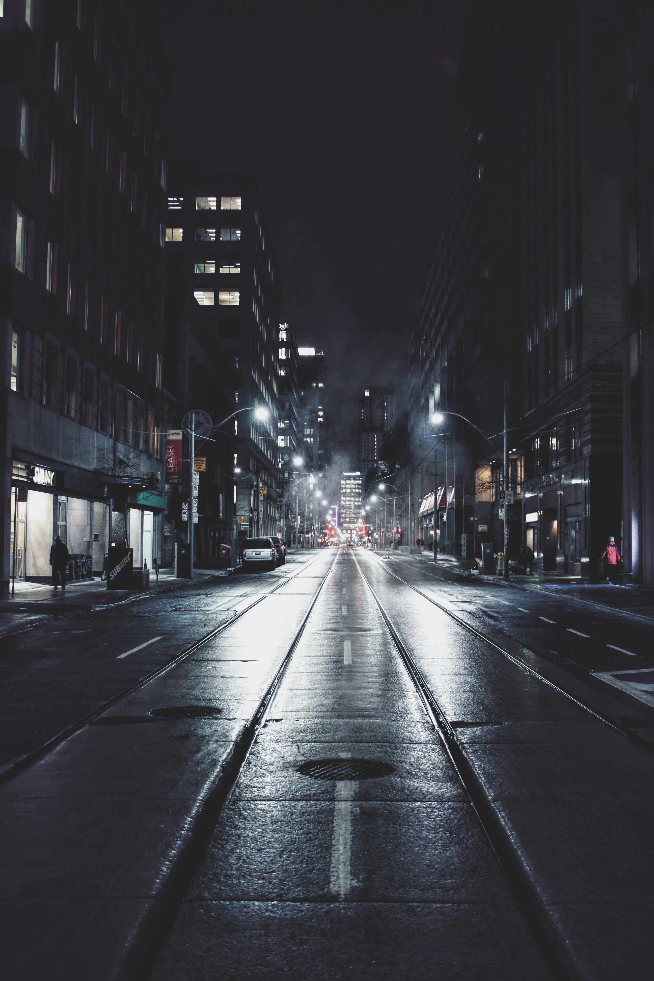 Its Dark And Im Taking A Walk Alone Imnotakidanymoreandimbrave Pemandangan Fotografi Pemandangan Kota Masa Depan