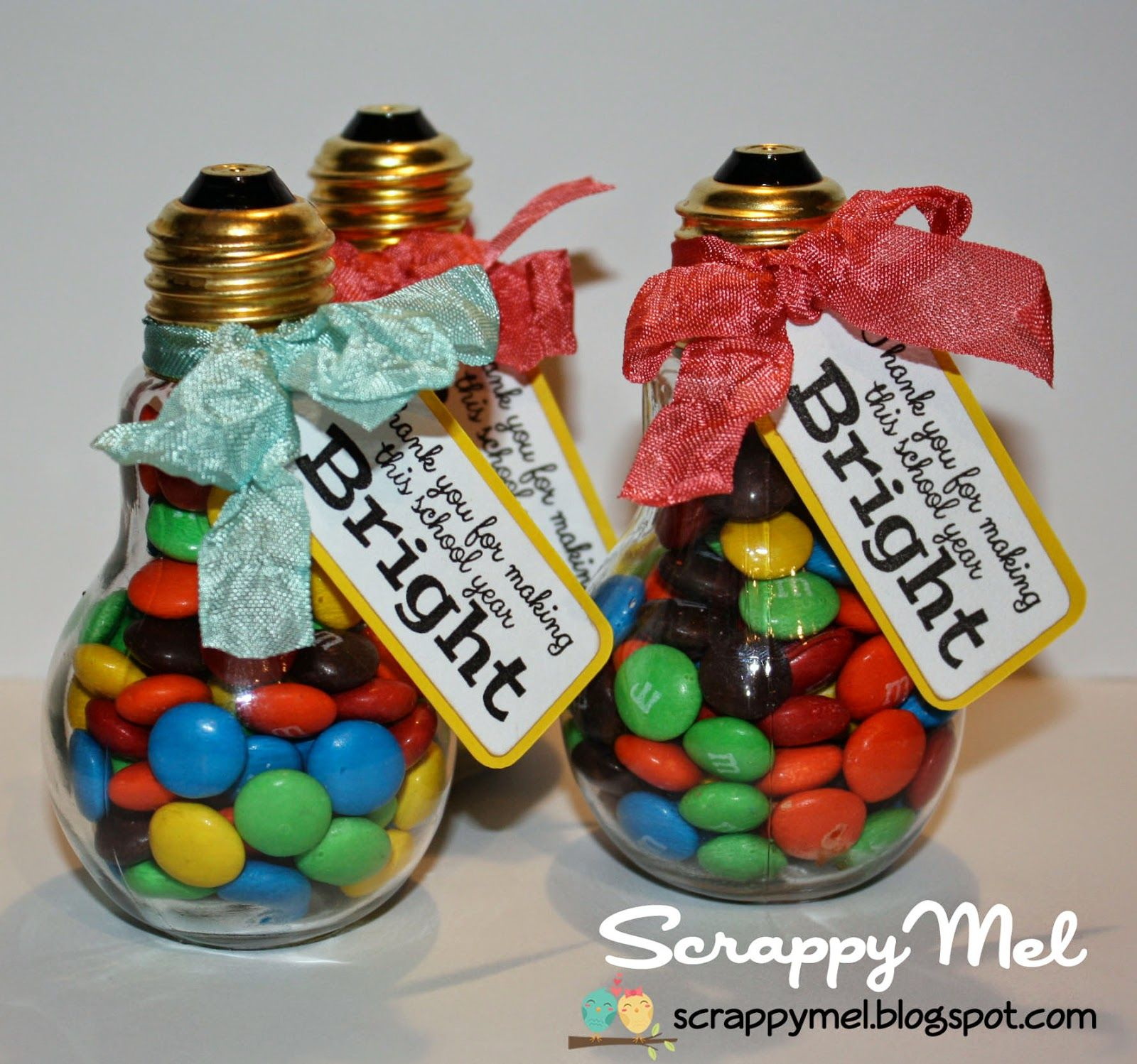 Scrappy Mel Light Bulb Treats Diy Teacher Gifts Diy Graduation Gifts Treat Gift