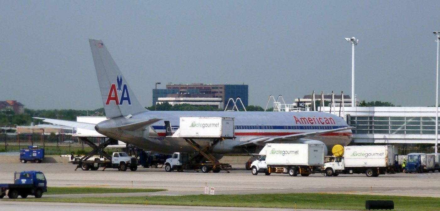 american 767 300 american airlines boeing 767 300 at ord t5 2011 international airportt5baggagecateringgourmetairportsairplanesaircraftgates