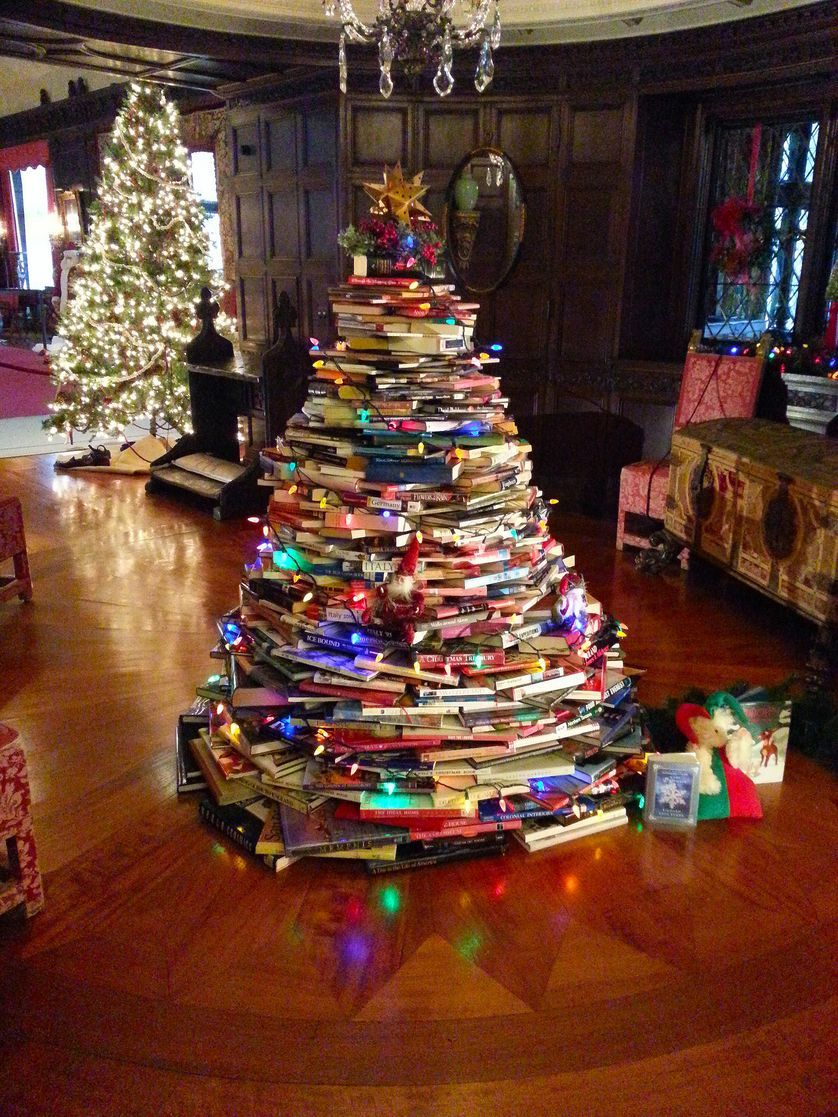 Where Did Christmas Trees Originate.Clever Christmas Tree Trend Trees Made Of Books Christmas