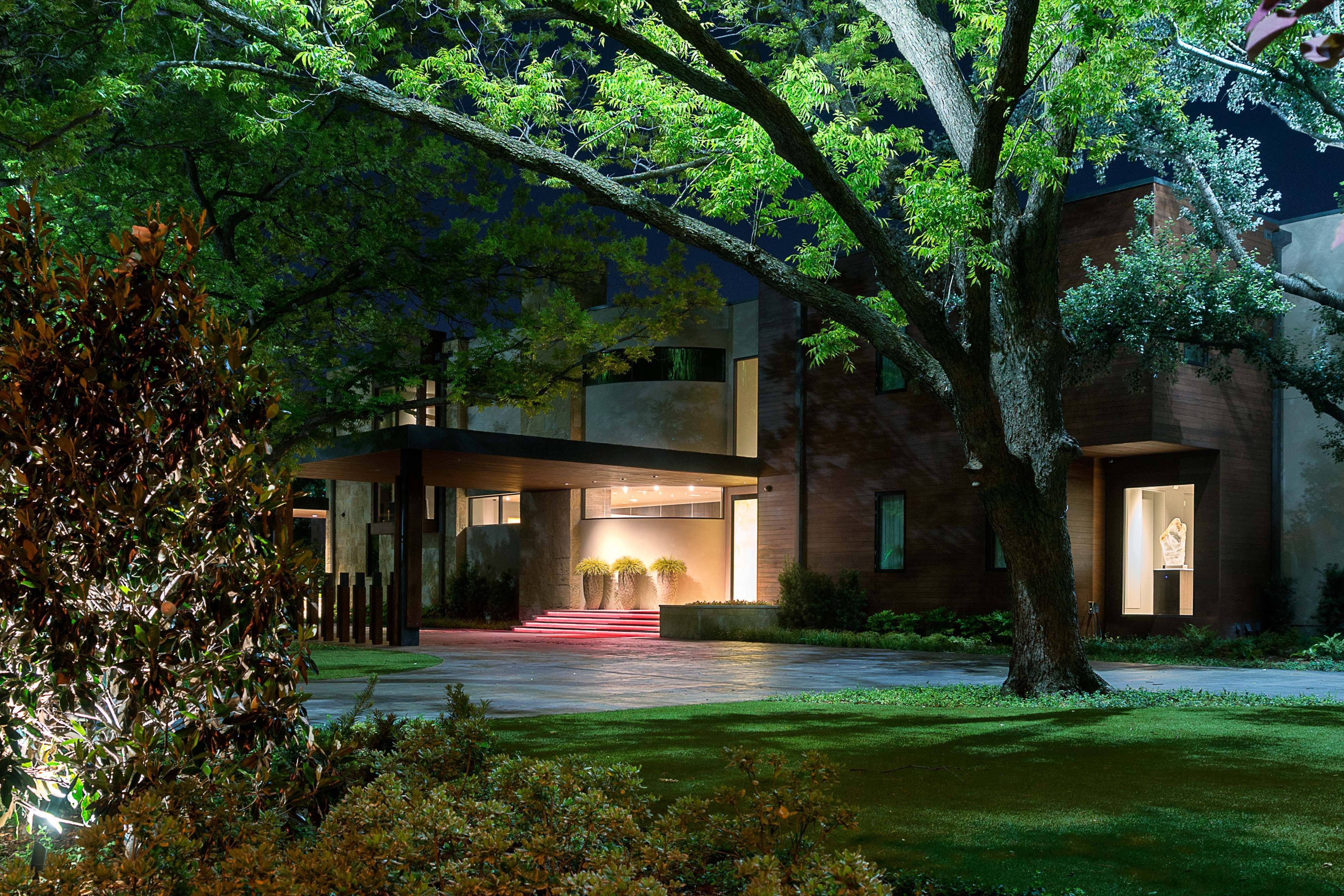 Custom design build landscape lighting project e2 illumination