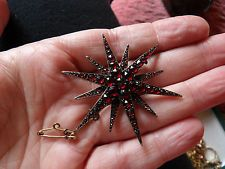GENUINE VICTORIAN BOHEMIAN GARNET LARGE STAR SHAPED BROOCH SET IN LOW CT GOLD