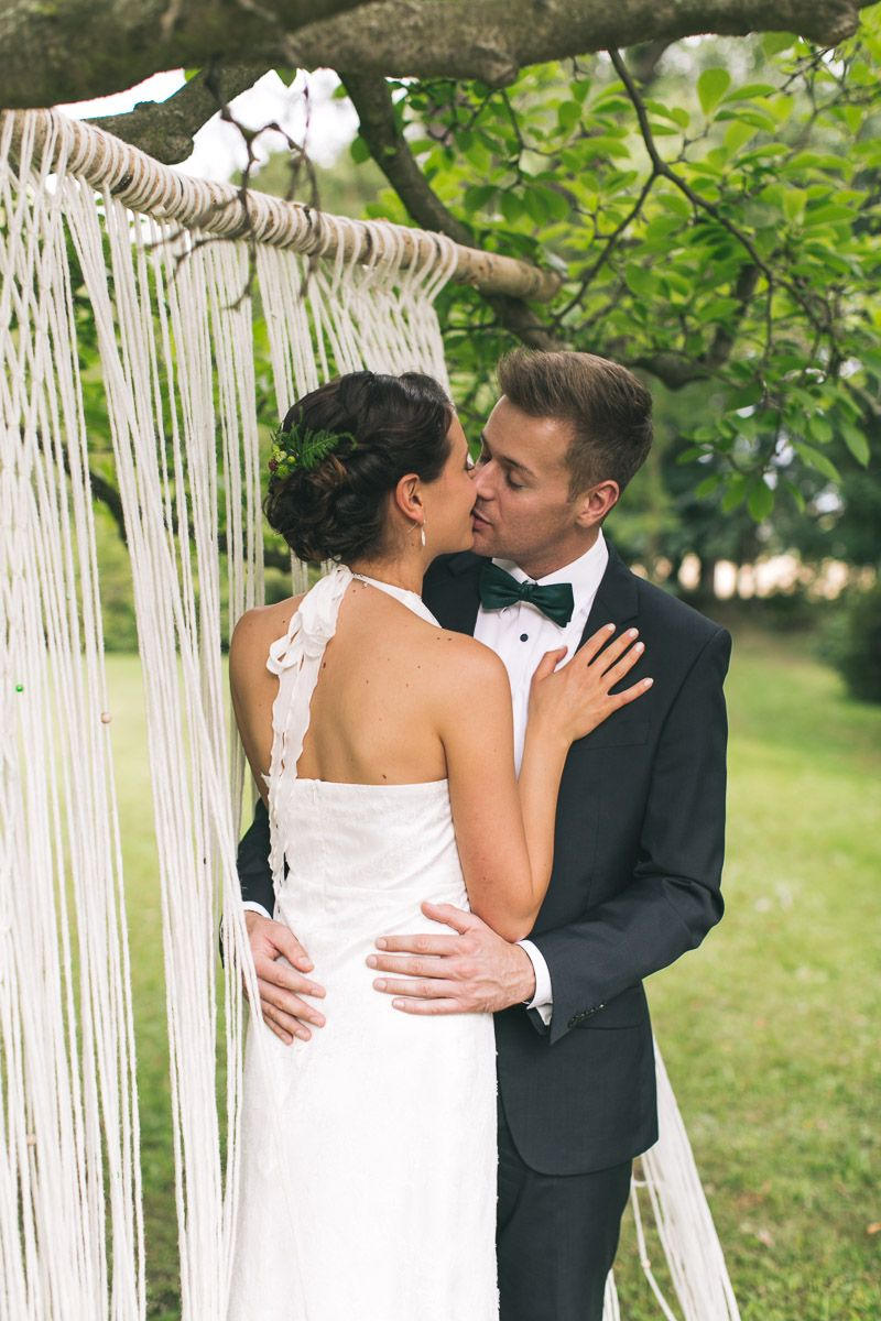 All green: Macrame Backdrop | Dein Hochzeitsblog | green Wedding Inspiration | www.deinhochzeitsblog.com