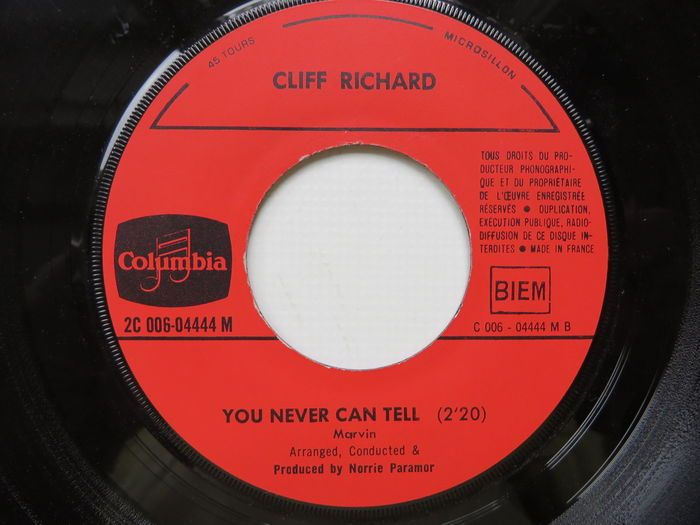 """Lot of 39 7"""" singles - hits from the '70/'80 's, storage rack included"""
