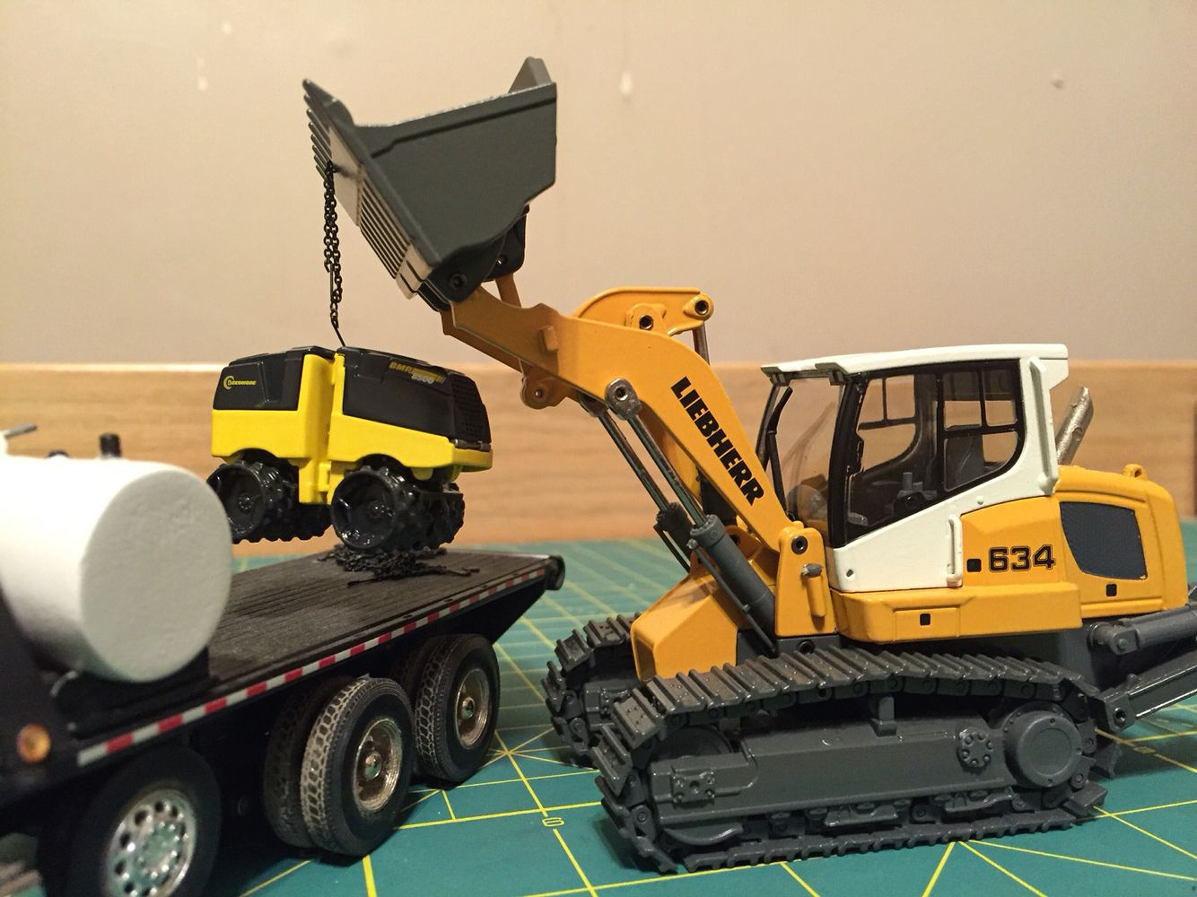 Cat 312 And Komatsu Ck25 Diecast Construction Toy - Year of