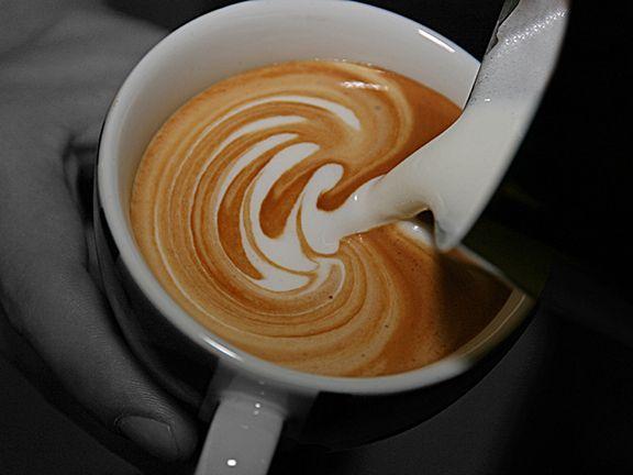 perfekter milchschaum mit vollmilch kaffee tee und hei getr nke pinterest milchschaum. Black Bedroom Furniture Sets. Home Design Ideas