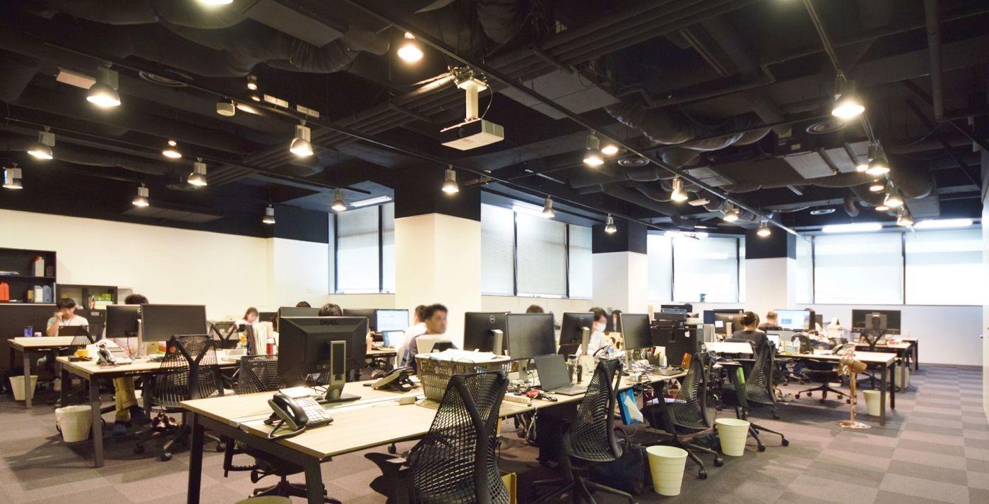 天井高を活かし 素材感を引き立たせたオフィス デザイナーズオフィス