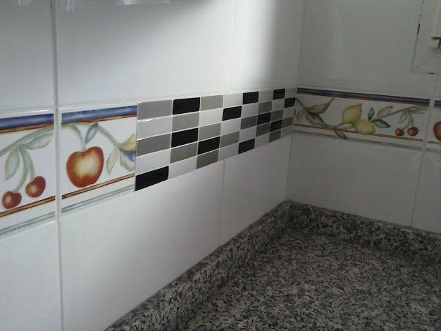 10 Trucos Para Renovar Tu Cocina Sin Hacer Obras Decoracion De Cocinas Sencillas Azulejos Adhesivos Cocina Cenefa Para Cocina