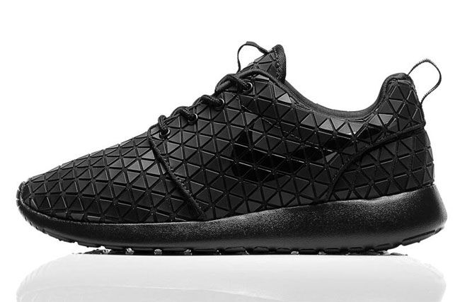 Nike WMNS Roshe Run 'Metric'