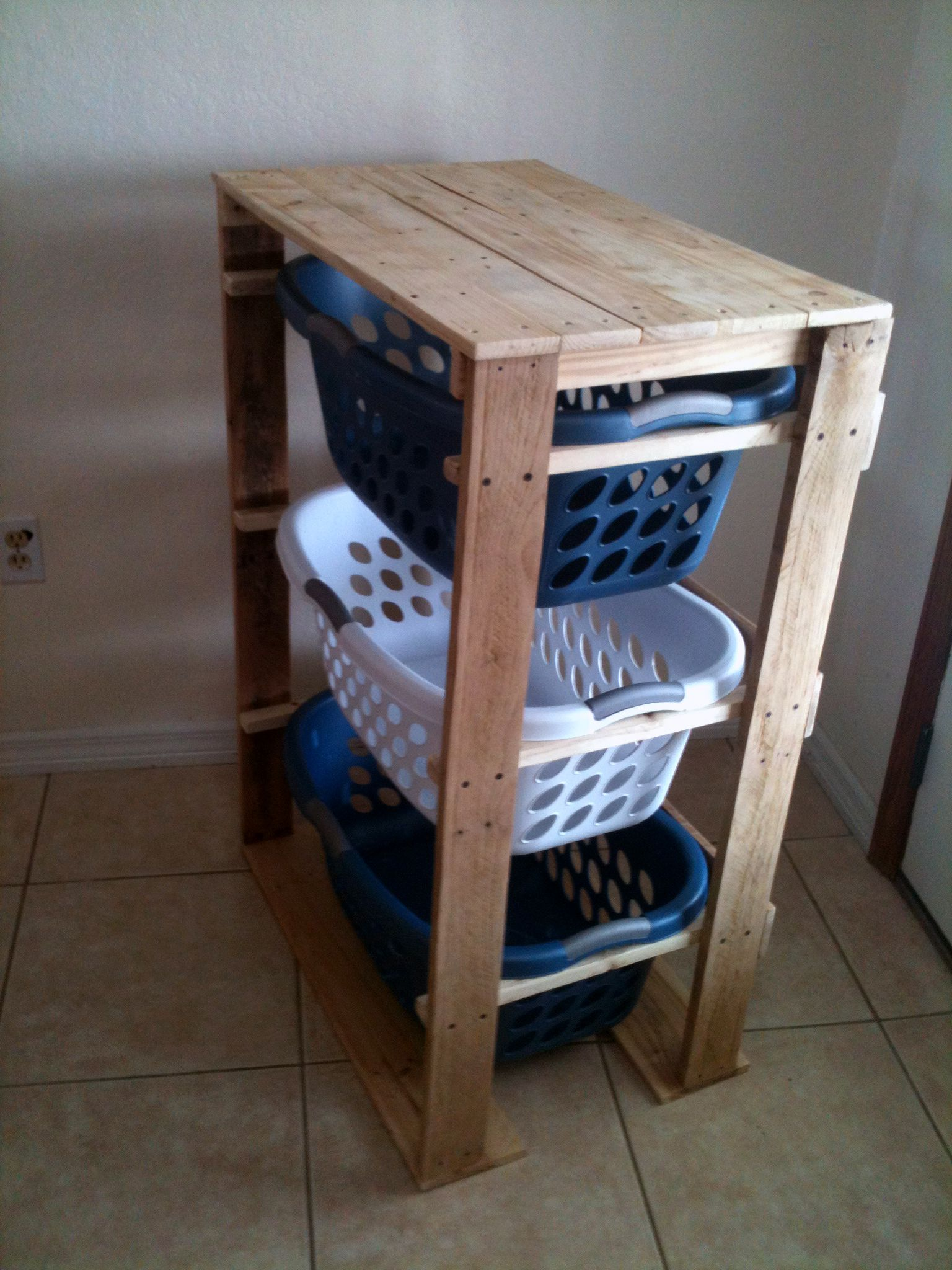 Pallet Wood Laundry Stand Storage In The Garden Shed Maybe Potatoes Laundry Basket Dresser Pallet Crafts Diy Pallet Projects