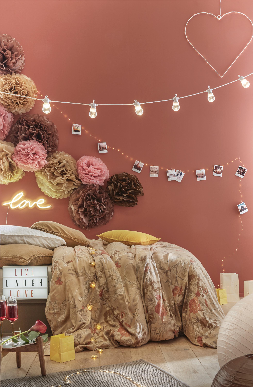 Décorer Sa Chambre Pour Pas Cher décoration saint valentin mariant pompons rose, marron