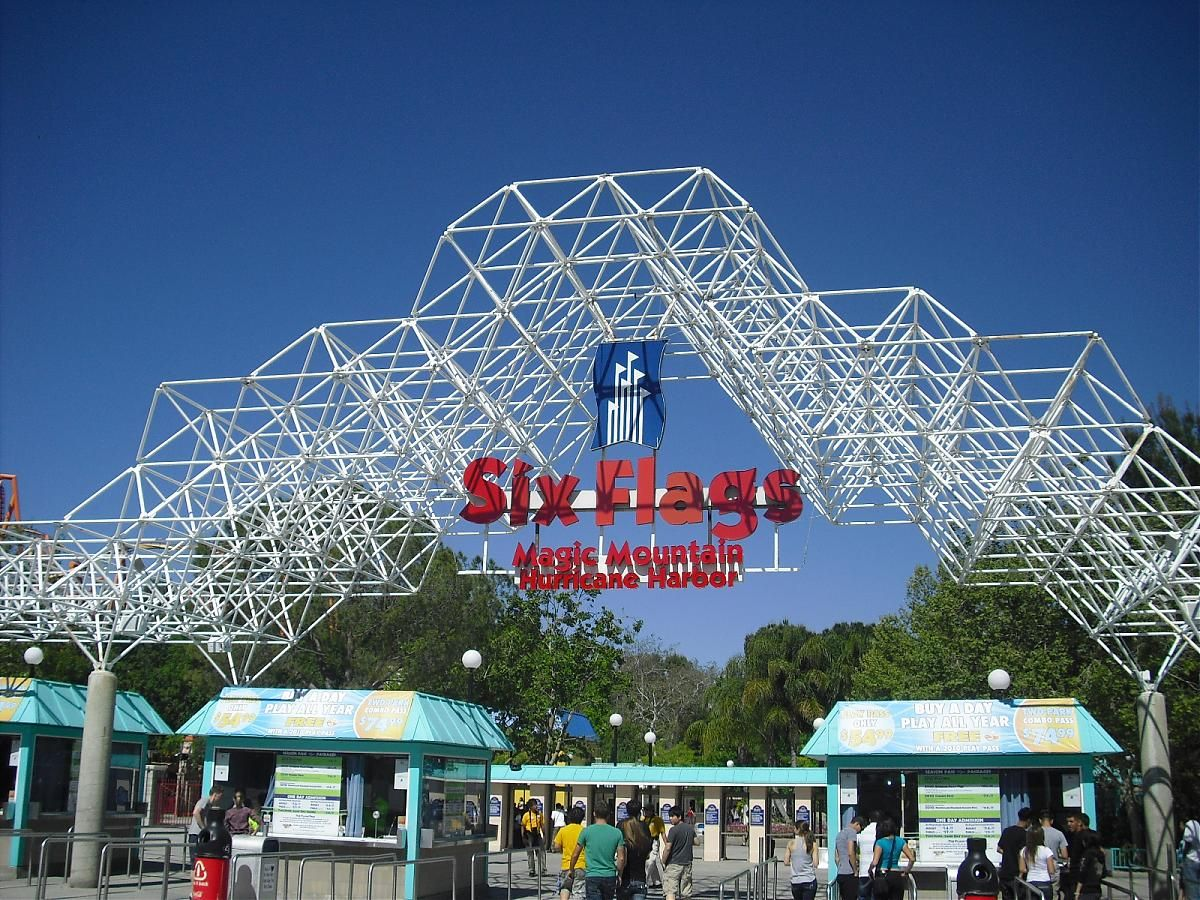 Six Flags Magic Mountain In Valencia Ca My First Job 16 Years Old And The Best Place To Work As A Best Places To Work Valencia California Travel And Leisure