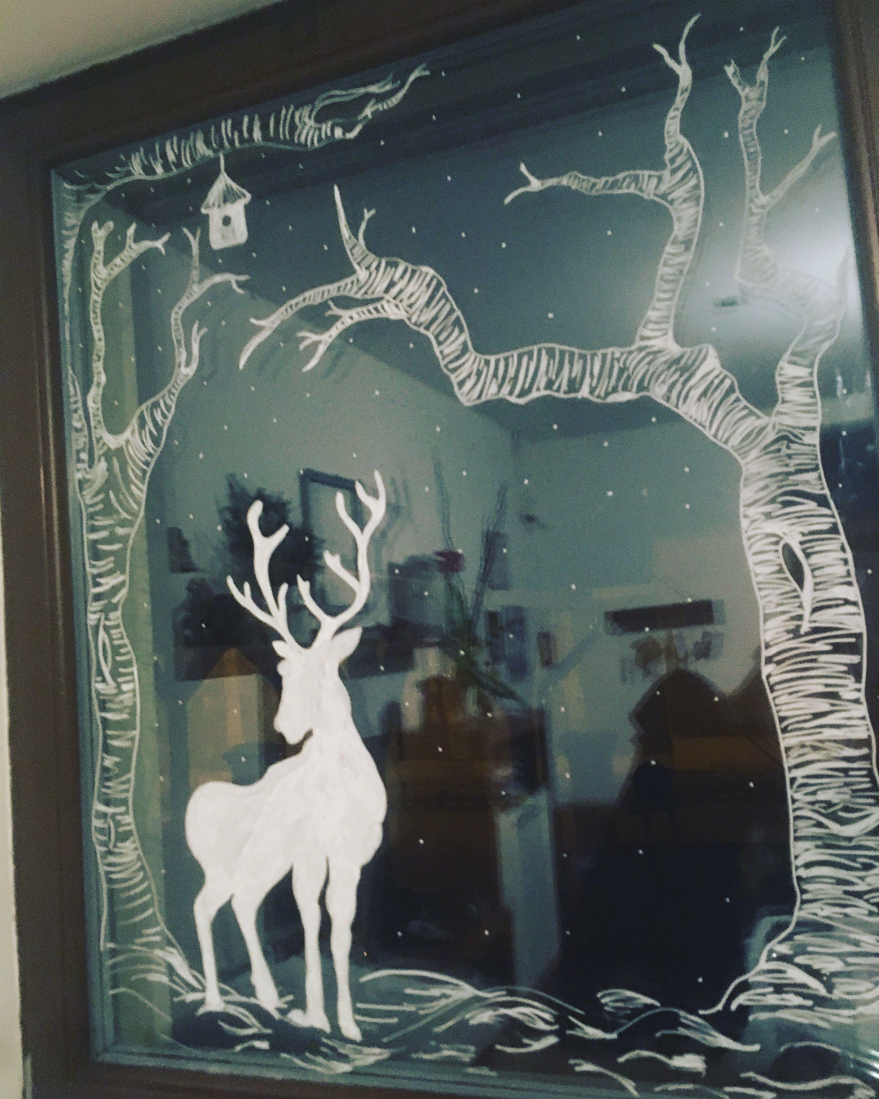 Hirschdeko am Fenster #winterdecor #windowdecoration #kreidestift #diy #christmasdecor #weihnachtsdeco #fensterdekoweihnachten