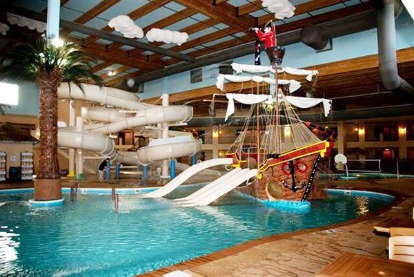 Iowa 39 S Waterparks And Splash Pads Ramada Tropics Resort Waterpark Des Moines Beat The Heat