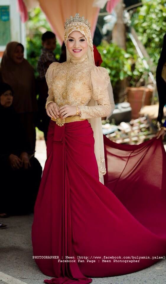 Muslim Thai wedding dress. It seems like I have to go home and start doing some survey.