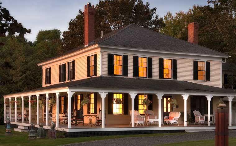 Yellow House Inn at dusk
