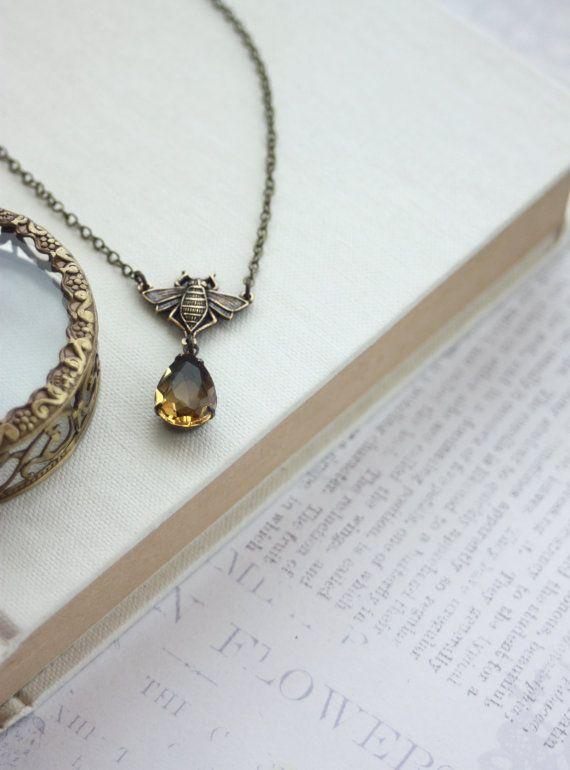 Queen Bee Necklace. Bee Lover, Flying Bee Honey Necklace. Bee Jewelry, Golden Yellow, Topaz Glass Jewel Necklace. Bee Gift, Christmas Gift