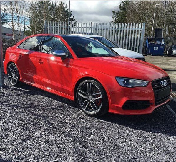 This red comes out nicely in the spring sun oooo @bazblu75 oooo
