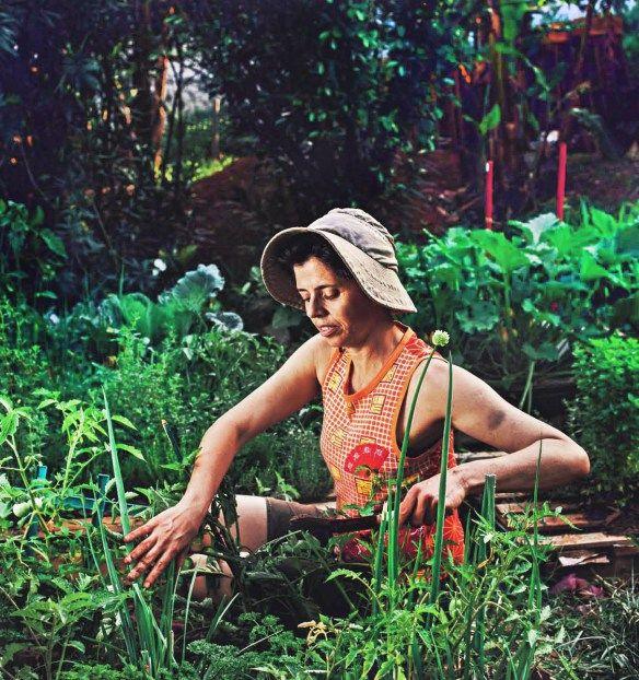 As jornalistas e pesquisadoras em agricultura e alimentação Tatiana Achcar e Cláudia Visoni são grandes entusiastas da saúde no campo, na cidade e na mesa. Para elas, promover uma alimentação de qualidade é uma das formas de transformar o mundo. Alimentação de qualidade, aqui, significa uma rede de produção do que vai pra mesa do … … Continuar lendo →