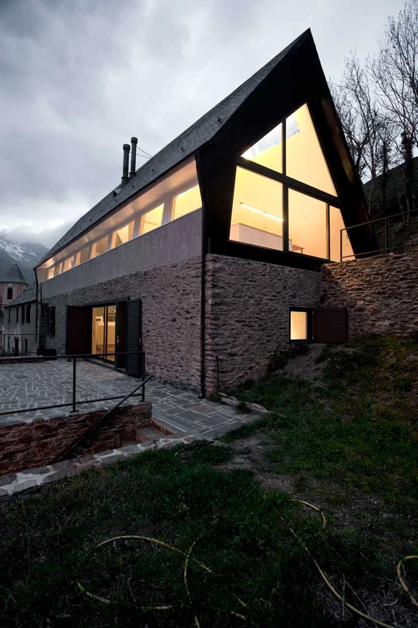 House at The Pyrenees / Cadaval & Solà -Morales