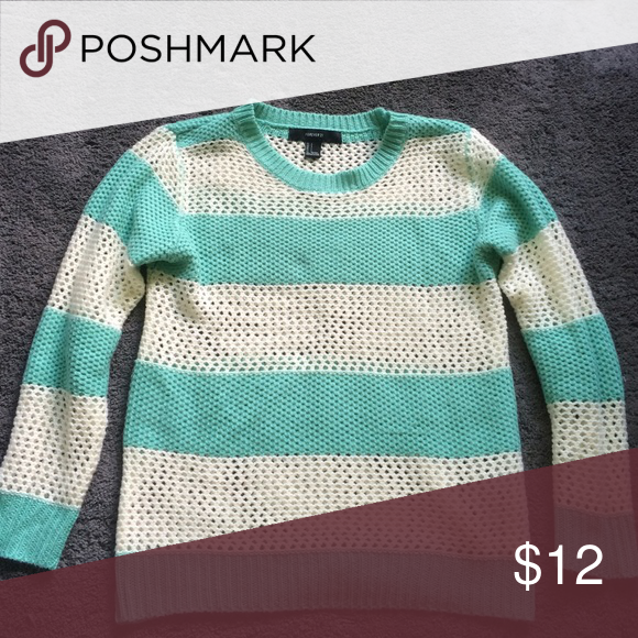 Forever 21 striped sweater Fits true to size. Barely worn. 100% acrylic. Forever 21 Sweaters Crew & Scoop Necks