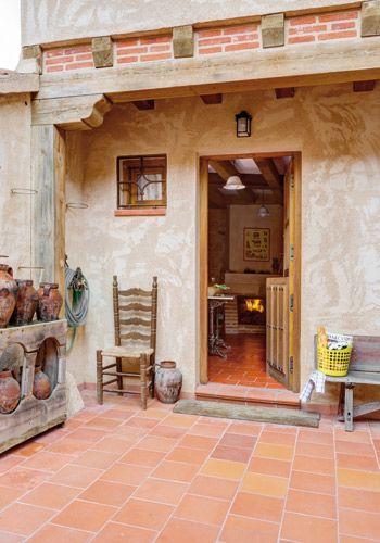 Fachada del corral de gallinas reformado en casa en tur gano segovia pisos rusticos - Casas para gallinas ...