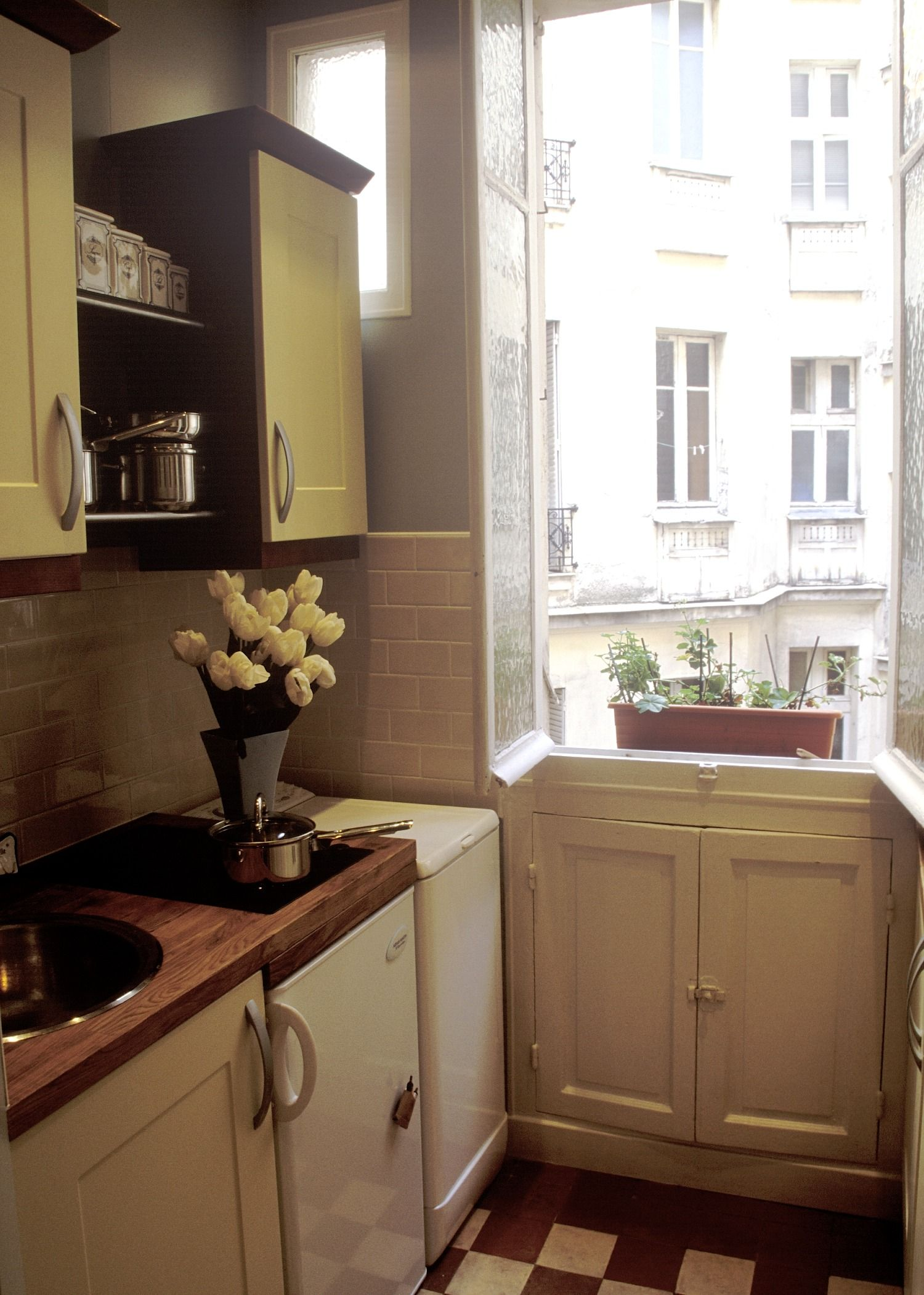 Beautiful & Vintage Paris Apartment - Small French Kitchen