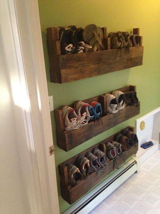 Use Pallets To Make Wall Mounted Shoe Racks Diy Pallet Furniture