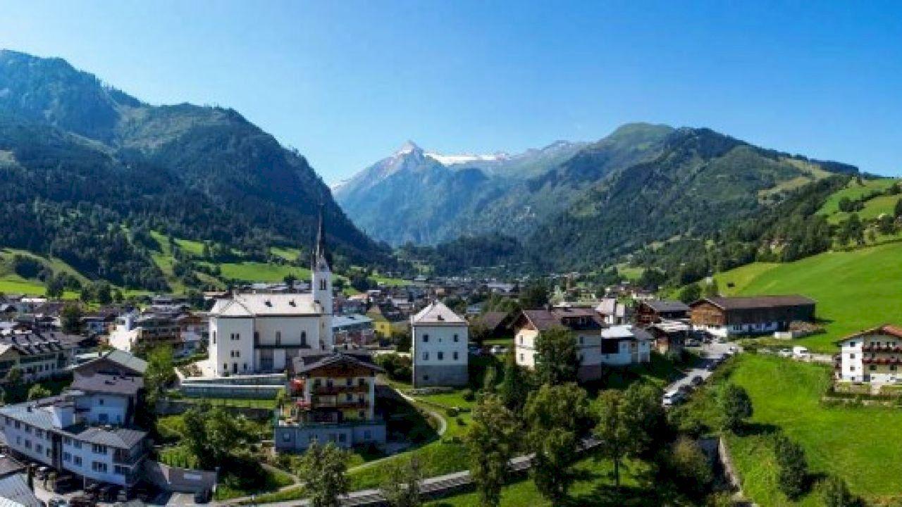 أين تقع كابرون Kaprun Mountain Village Beautiful Places