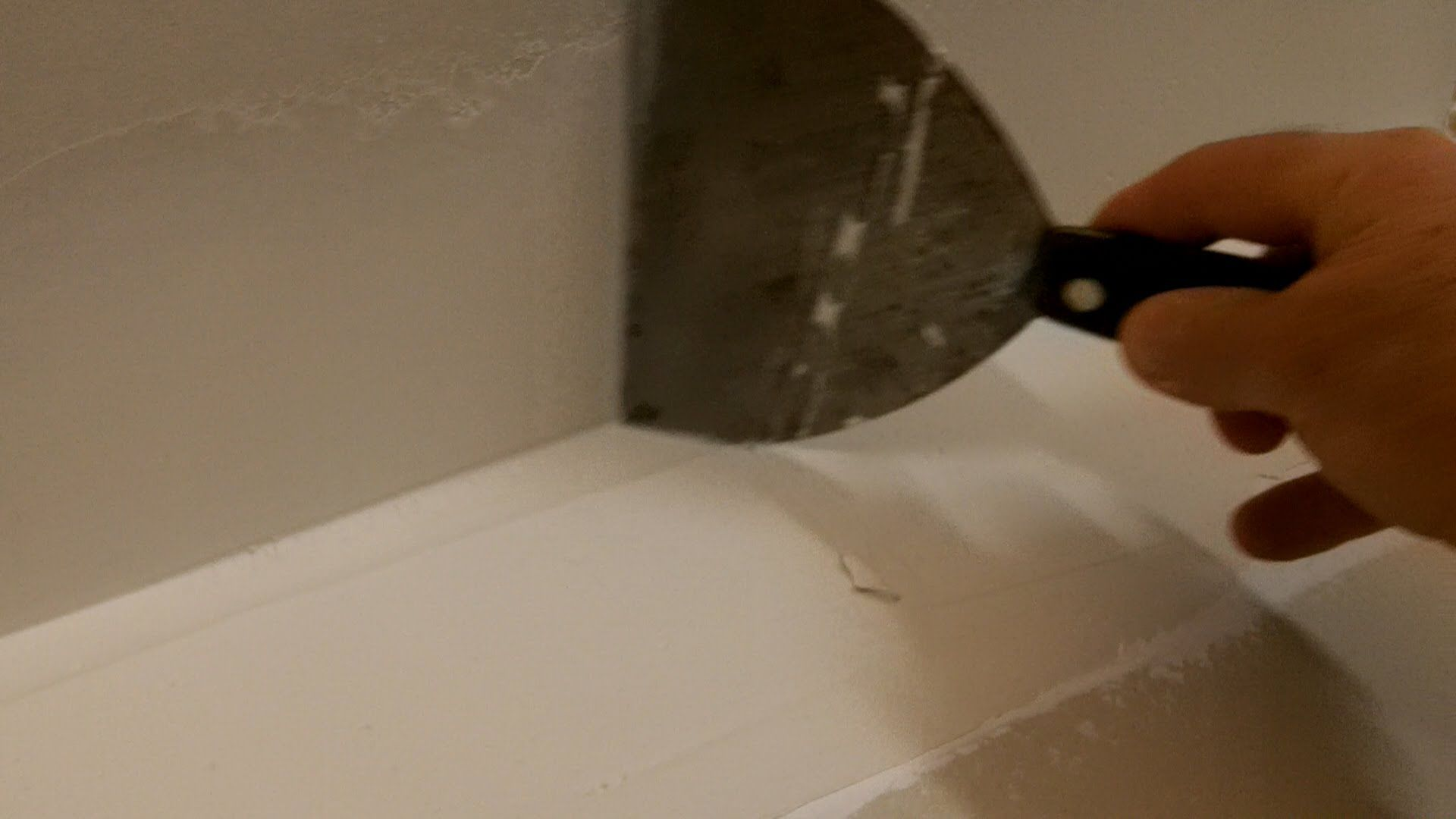 How To Tape And Finish An Inside Drywall Corner A Closer Look Drywall Corners Drywall Sheetrock Repair