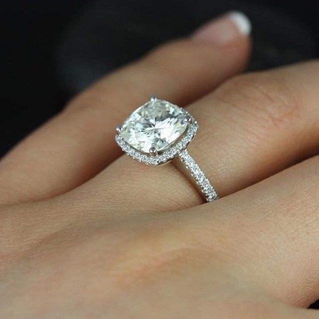 Love The Recessed Halo Doesn T Overpower The Diamond Diamonds