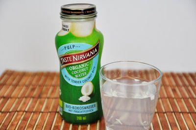 100% natürlicher, erntefrischer Biodirektsaft von den Kokosnüssen Thailands mit leckeren Fruchtfleisch-stückchen  – so lieben wir unser Kokoswasser